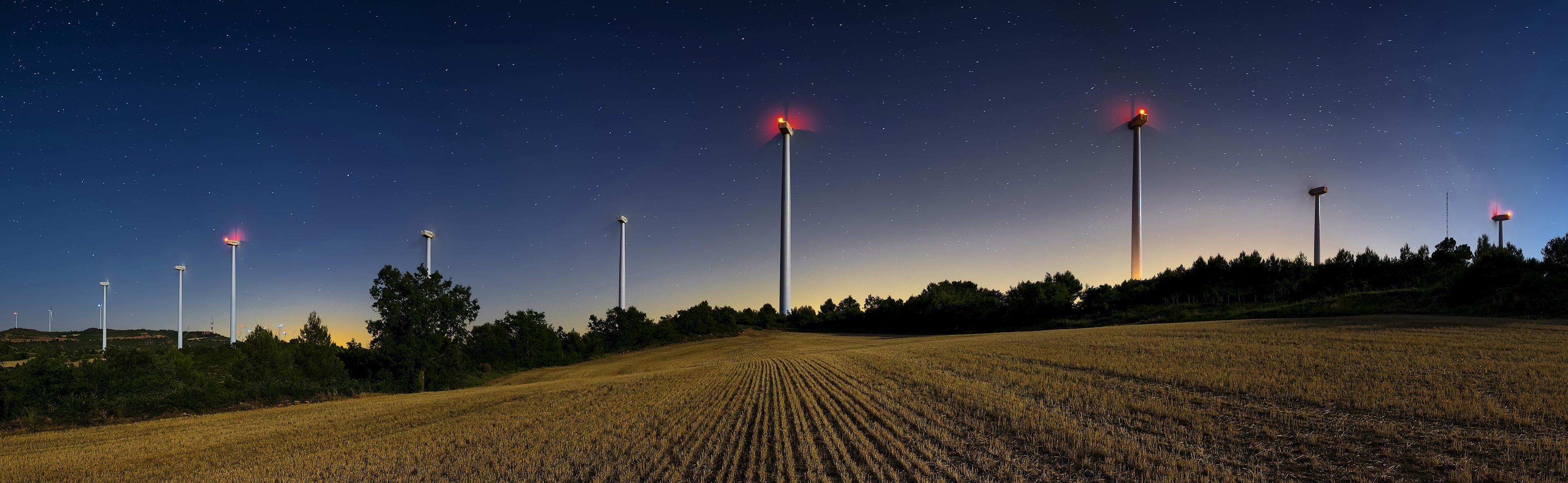 delta-box_aircraft-warning-lights-for-wind-turbines_slider