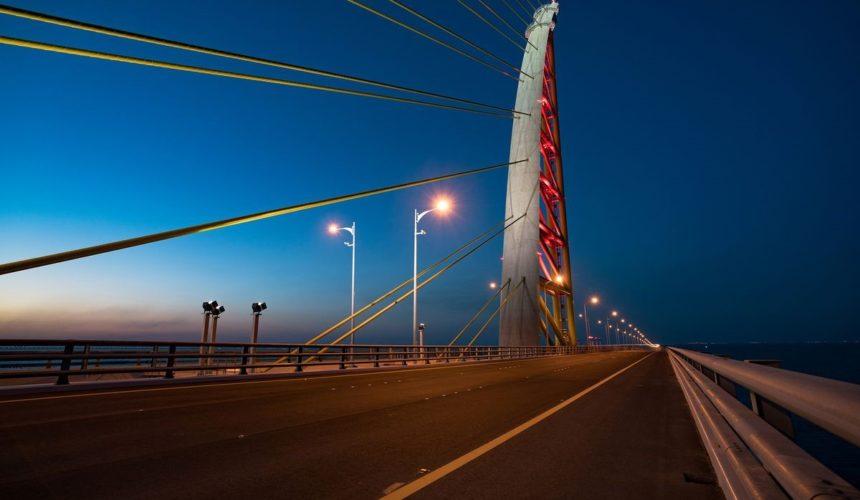 DELTA BOX installs its beacons on the fourth longest bridge of the world !